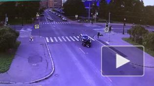 Мотоциклист на бешеной скорости влетел в иномарку на Васильевском острове