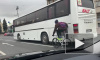 """Петербургский подросток на велосипеде """"прицепился"""" к автобусу. Видео"""