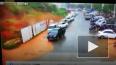 Видео из Китая: Мощный оползень смысл стоянку с автомоби...