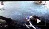 Видео: в Индонезии детей спасли в сантиметрах от сметри