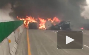 Видео из США: В Висконсине на трассе взорвались и сгорели несколько машин