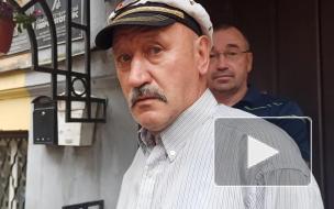 Активисты хотят сохранить во дворе дома Семенова историческое мощение. Жильцам нравится асфальт