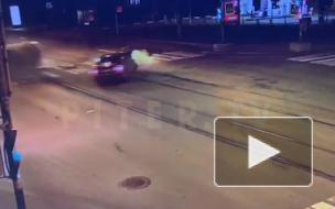 """Появилось видео ночного ДТП с """"перевертышем"""" на Васильевском острове"""