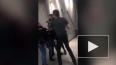 Видео из Ливерпуля: Сотрудник McDonald's избил недовольн ...