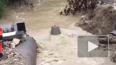В Сочи из-за ливня смыло автомобильный мост