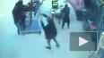 Видео из Турции: Сильный ветер унес на зонте мужчину