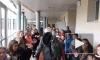 700 французских учеников выстроились в живой коридор ради легендарного физрука