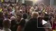Пуэрто-Рико: Трамп закидал толпу бумажными полотенцами