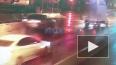 Автомобиль сбил знак и застрял на набережной Обводного ...