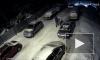 Появилось видео, как люди прокалывают шины автомобилей в Ижевске