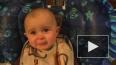 Видео младенца, со слезами слушающего пение, стало ...