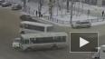 Шокирующее видео: в Воронеже маршрутка таранит легковушку ...