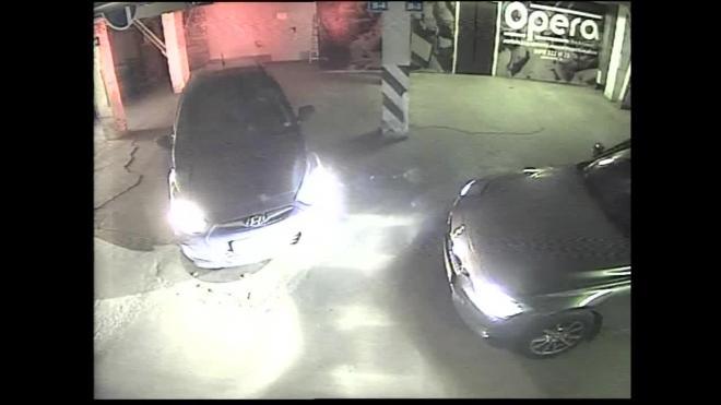 Появилось видео стрельбы на парковке челябинского ТРК