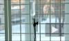 В Москве хулиганы выбросили из окна кресло и случайно убили пенсионера