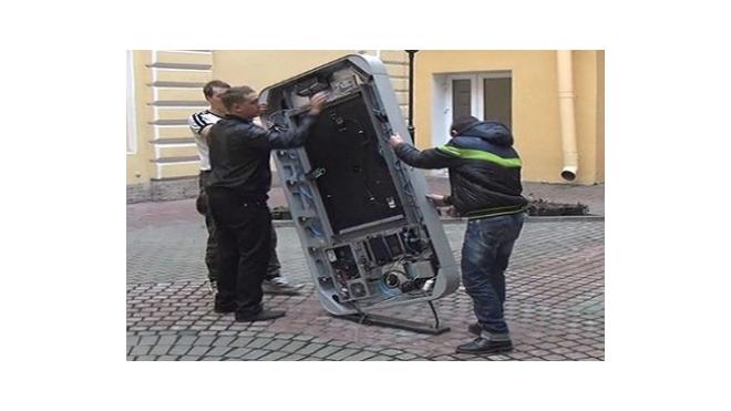 В Петербурге снесли памятник Стиву Джобсу, чтобы уберечь детей от пропаганды гомосексуализма