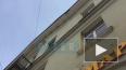 Груда камней обрушилась на тротуар с крыши дома на ...