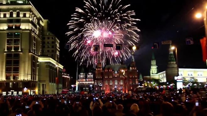 Перенесено время начала праздничного салюта в Москве 24 июня