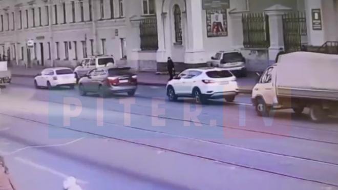 """Иномарка влетела под кузов """"ГАЗели"""" на Кадетской линии В.О."""