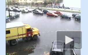 БМВ вылетела с набережной в Неву