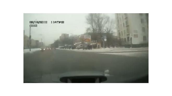 Пешеход и капот: что их разделяет