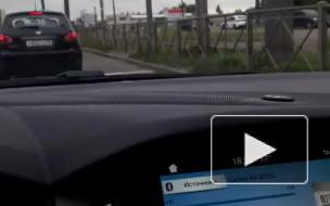 На проспекте Обуховской Обороны такси припарковалось на иномарку