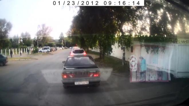 Видео: в Кирове мотоциклист сбил женщину