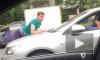 Молодой человек решил прокатиться с ветерком на капоте автомобиля