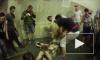 Шокирующее видео из Киева: Пенсионерка покусала котенка