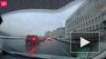 Петербургская автоледи уронила столб на иномарку