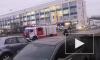 Спасатели не могли подступиться к горящему зданию в Невском районе. Их помощь не понадобилась