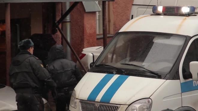 В Петербурге ловкие грабители обчистили терминал оплаты в магазине