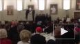 Танцующие священники на видео устроили соревнование