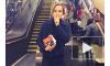 """Эмма Уотсон признана """"Женщиной года"""", и теперь раздаёт книги в метро"""