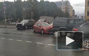На пересечении Лиговского проспекта с Прилукской улицей произошло тройное ДТП