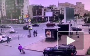 Грузовик упал на бок на Варшавской улице