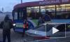 На площади Репина криво припаркованный автомобиль заблокировал движение трамваев