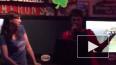 Дэниэл Рэдклифф и его подружка исполнили песню Эминема ...