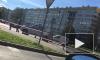 Полиция оцепила перекресток на юге Петербурга из-за подозрительного пакета