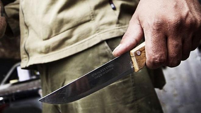 В Волгограде полицейские открыли огонь по мужчине, напавшему с ножом на пассажиров в машине