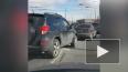 Видео: на Народной улице перевернулся фургон с продуктам...
