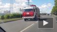 На Петергофском шоссе на ходу загорелся мусоровоз