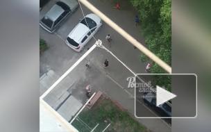 Российские дети закидали камнями старушку
