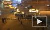 Иномарка завалилась на бок на проспекте Стачек. На помощь перевертышу пришли очевидцы