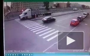 Двое пассажиров такси погибли в ДТП на Обводном канале