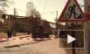 В Стрельне строительный кран упал на грузовик