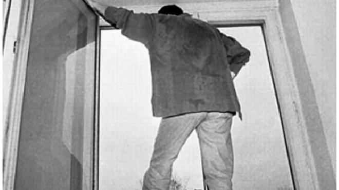 Мигрант сбежал из суда через окно