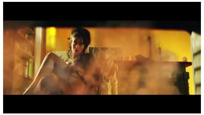 В первом сольном клипе сексуальная Настя Каменских жарилась в духовке и варилась в кастрюле