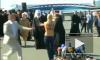 Видео топ-лесс нападения FEMEN на патриарха Кирилла, активистка села на 15 суток
