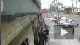 Военный самолет упал на дорогу в Перу
