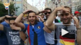 Перед матчем Россия - Уругвай болельщики из разных ...